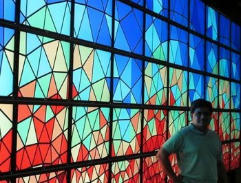 Pingali appears in front of a data-centric view of algorithms displayed on the high-resoultion visualization screen Statllion
